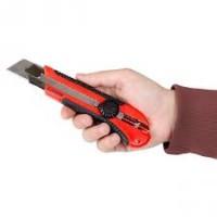 Нож сегментный 25мм, металлическая направляющая, прорезиненная рукоятка HT-0526